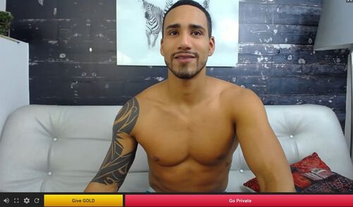 121SexCams hosts cam2cam gay/straight models